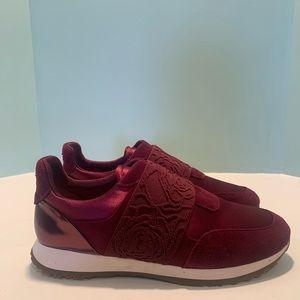 Taryn Rose magenta sneakers